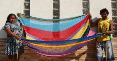 Ateliê de artesanato warao gera renda e muda perspectiva de indígenas venezuelanos no Recife